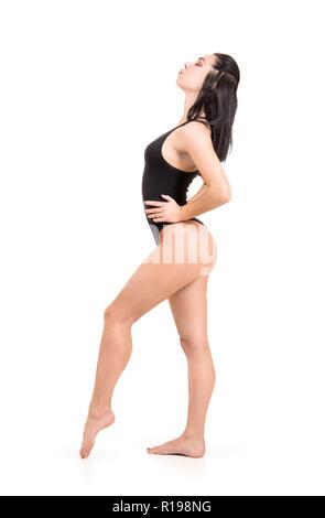 Junge Frau in fitness und yoga beschäftigt. Studio shot auf weißem Hintergrund. Die isolierte Bild. - Stockfoto