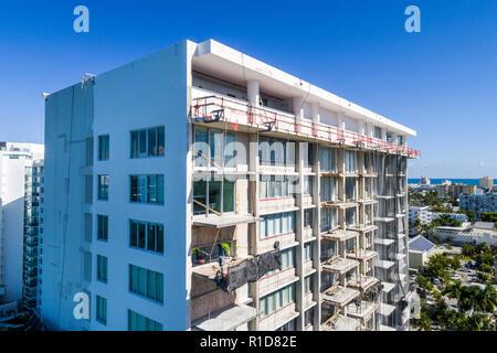 Miami Beach Florida Antenne overhead Vogelperspektive über Reparatur renovierung Ersatz Balkone Mirador 1000 hohe Kondominium Gebäude - Stockfoto