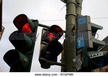 Osten des Deutschen Roten Ampelmann, Ampelmännchen, kleine Ampel mann Fußgängerzone Signale Symbol, Berlin, Deutschland. - Stockfoto