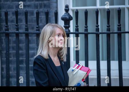 London, 13. November 2018, Esther McVey MP PC-Arbeit und Altersversorgung Sekretärin kommt an einer Kabinettssitzung am 10 Downing Street, London Credit Ian Davidson/Alamy leben Nachrichten - Stockfoto