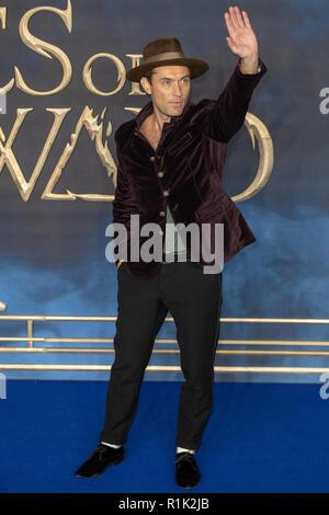 """Leicester Square, London, Großbritannien, 13. November 2018. Jude Law besucht die Premiere des Films 'fantastische Tiere: Die Verbrechen von Grindelwald"""" in Leicester Square am 13. November 2018 England. © Jason Richardson/Alamy leben Nachrichten - Stockfoto"""