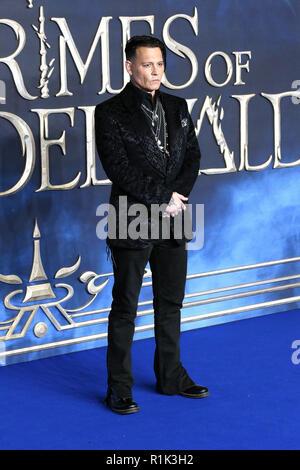 London, Großbritannien. 13 Nov, 2018. Johnny Depp, fantastische Tiere: Die Verbrechen von Grindelwald - UK Premiere, Leicester Square, London, Großbritannien, 13. November 2018. Credit: Rich Gold/Alamy leben Nachrichten - Stockfoto