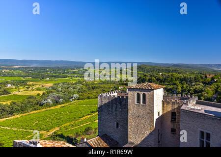 Panorama Blick vom alten Dorf Crillon-le-Brave, Provence, Frankreich, heute meist Spa Hotel - Stockfoto