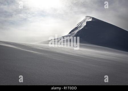 Panoramablick von Schnee und Eis bedeckten Berg auf einem Alpine Tour namens Spaghettirunde in den Alpen, Monte Rosa Massiv, Italien - Stockfoto