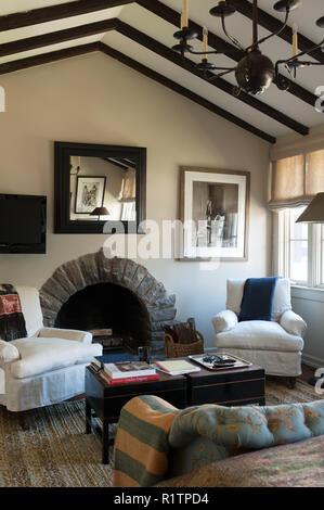 Kamin im Landhausstil Schlafzimmer - Stockfoto