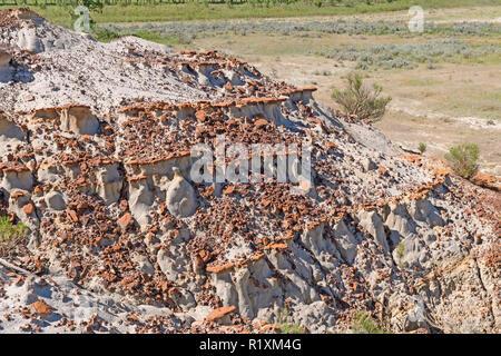 Erodierten Felsen auf einer Badlands Ridge in Theodore Roosevelt National Park in North Dakota - Stockfoto