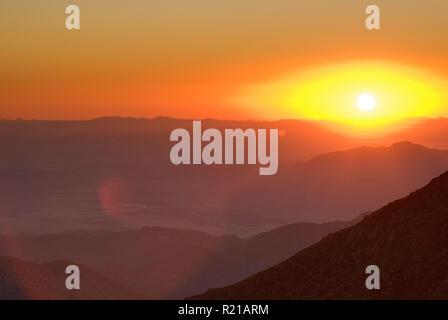 Sonnenaufgang über Anza Borrego Desert State Park von Stephenson Peak gesehen auf Sunrise Highway in Laguna Mts Kalifornien, USA - Stockfoto