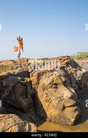 Stein des Gottes Shiva geschnitzt in Rock, Ozran Beach bekannt als wenig Vagator Beach, Goa, Indien, Asien