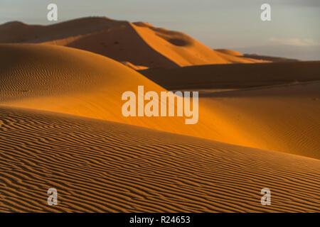 Sand Dünen in der Wüste Sahara bei Merzouga, Marokko | Sanddünen in der Wüste Sahara in der Nähe von Merzouga, Königreich Marokko, Afrika - Stockfoto