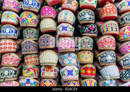 Traditionelle indische Hausschuhe für Verkauf, Amritsar, Punjab, Indien, Asien - Stockfoto