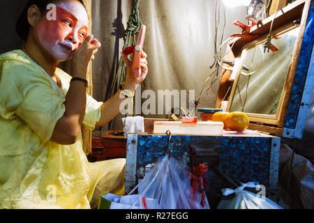 Bangkok, Thailand: Ambulante Chinesische Oper Schauspielerin, die auf der Bühne während einer Tour in Thailand. - Stockfoto