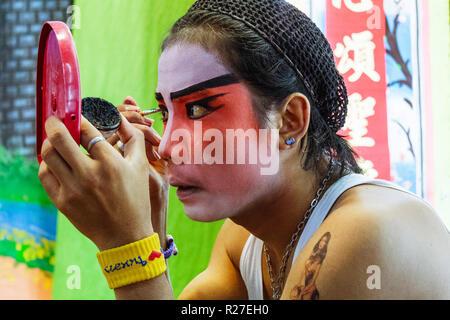 Bangkok, Thailand: Ambulante Chinesische Oper Schauspieler, die auf der Bühne während einer Tour in Thailand. - Stockfoto