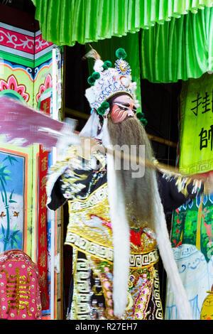 Bangkok, Thailand: Eine ambulante Chinesische Oper Schauspieler führt auf der Bühne während einer Tour in Thailand. - Stockfoto