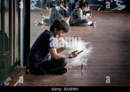 Eine Rauchen Und Einen Blasen