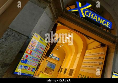 Geld exchange cambio bureau de change reisen bares geld stockfoto