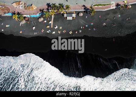 Vulkanischen Strand in Puerto Naos auf La Palma, Antenne, Kanarische Inseln, Spanien - Stockfoto