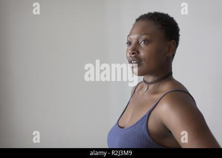 Porträt nachdenklich Frau weg suchen - Stockfoto