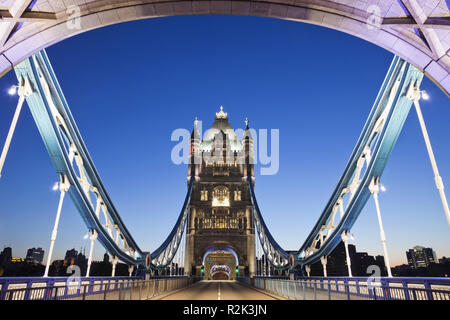 England, London, Southwark, die Tower Bridge, - Stockfoto