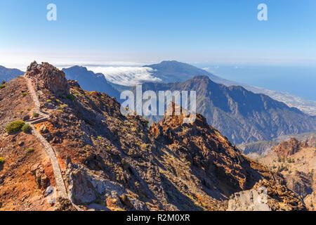 Caldera de Taburiente Natoional Park von Roque de Los Muchachos Sicht gesehen, La Palma, Kanarische Inseln - Stockfoto