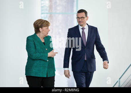 Die deutsche Bundeskanzlerin Angela Merkel und der polnische Premierminister Mateusz Morawiecki während einer gemeinsamen Pressekonferenz nach dem Treffen im Bundeskanzleramt In Berlin, Deutschland am 16. Februar 2018 - Stockfoto