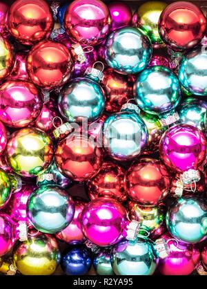 Kugeln zusammen in verschiedenen Farben - Stockfoto
