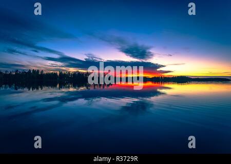 Bunte Herbst Sonnenuntergang Blick von Kuopio, Finnland. - Stockfoto