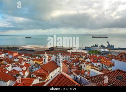 Lissabon Portugal. 19. November 2018. Blick auf dowton Lissabon, von der Hl. Luzia Aussichtspunkt in Lissabon - Stockfoto