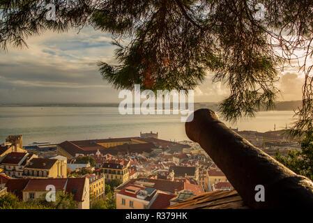 Lissabon Portugal. 19. November 2018. Blick auf dowton Lissabon, von Sao Jorge in Lissabon - Stockfoto
