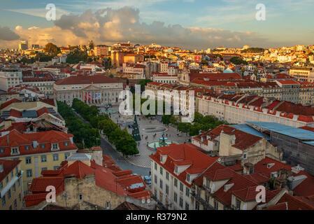 Lissabon Portugal. 19. November 2018. Anzeigen von Figueira Plaza in Lissabon, von Heiligen Justa Sicht - Stockfoto
