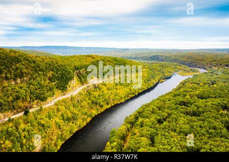 Antenne drone Schuß des Oberen Delaware River - Stockfoto