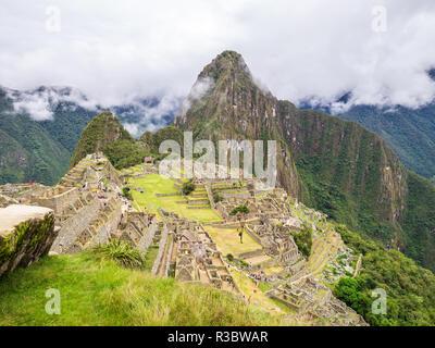 Aguascalientes, Peru - 5. Januar 2017. Wolken am Machu Picchu Site - Stockfoto