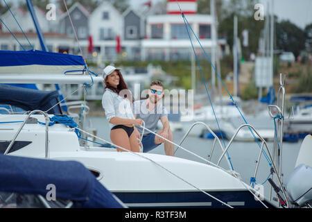 Paar unmooring Segelboot - Stockfoto