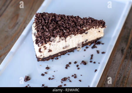 Baileys Kuchen Mit Schokolade Stucke Auf Holz Stockfoto Bild