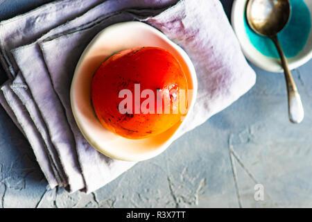 Reife Kaki wie Ein herbstliches Dessert auf rustikalen Hintergrund mit Kopie Raum - Stockfoto