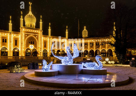 d nemark kopenhagen tivoli g rten weihnachtsmarkt merry go round und orientalischen palast. Black Bedroom Furniture Sets. Home Design Ideas