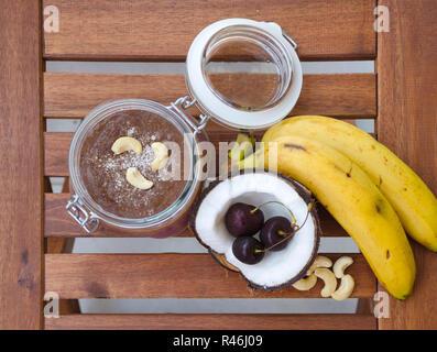 Cherry coconut Banana über Nacht Hafer - Stockfoto