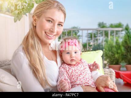 Glückliche Mutter mit baby - Stockfoto