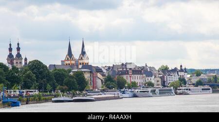 Zeigen Sie am Ufer des Rheins in Koblenz, Deutschland. - Stockfoto