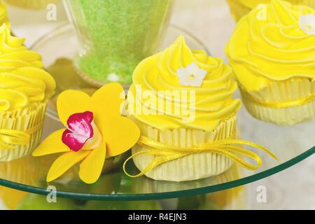 Gelbe cupcakes - Stockfoto