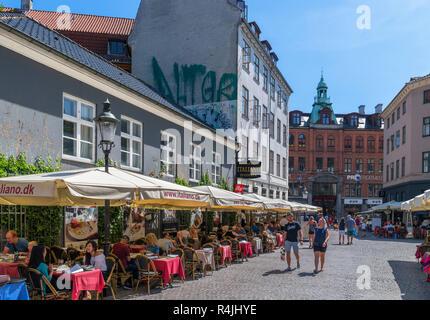 Cafés und Restaurants auf Fiolstraede im lateinischen Viertel, Kopenhagen, Seeland, Dänemark - Stockfoto