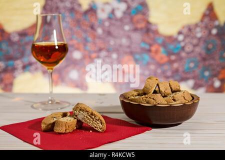 Italienische cantucci Kekse über einen roten Serviette - Stockfoto