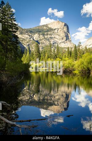 Mirror Lake im Yosemite Valley auf schönen Frühling Nachmittag, Kalifornien, USA - Stockfoto