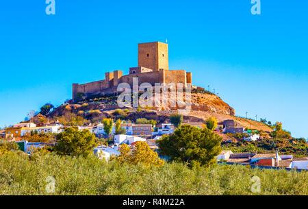 Blick auf die Burg von Alcaudete, Provinz Jaen, Andalusien, Spanien. - Stockfoto