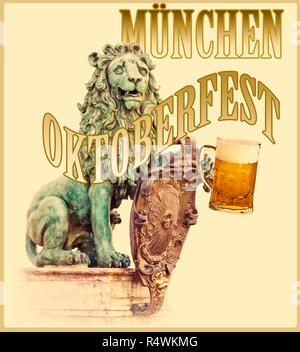 München, der Löwe das Symbol von Bayern und Glücksbringer vor der Residenz mit einem Münchner Bier tankard das Oktoberfest zu feiern, - Stockfoto