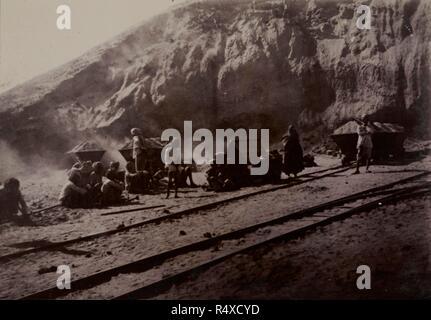 New Delhi während der frühen Phasen der Konstruktion. Eine Ansicht, die die Erstellung der Website. Entfernung von einem Hügel in der Nähe von Raisina. ca. 1910-30. Foto. Quelle: Foto 757/1 (105). - Stockfoto