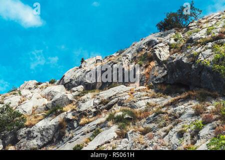 Blick von der Festung Stari Grad von der Stadt Omis in Kroatien. - Stockfoto