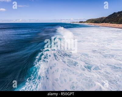 Luftaufnahme der Bruch Ozeanwelle in Hawaii - Stockfoto
