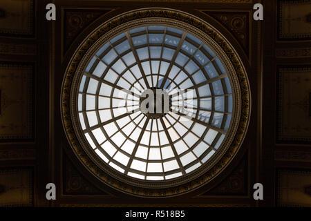 Kuppel der National Gallery von Innen in London, England, Vereinigtes Königreich