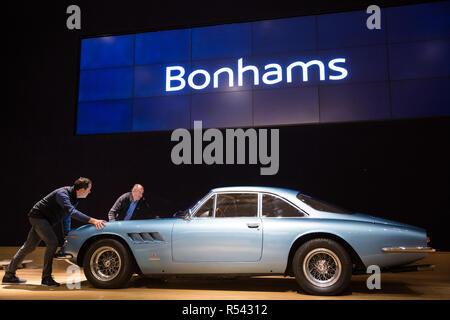 London, Großbritannien. 29. November 2018. Bonhams' Personal eine 1966 Ferrari 500 Superfast Serie II Coupé, einer von nur 12 Serie II Superfasts und der siebte von acht Rechtslenkung Superfasts, in der Vorbereitung für eine Versteigerung von historischen und High Performance Racing und Straße Autos vorbereiten. Zu den Highlights gehören ein Le Mans Klasse preisgekrönte Jaguar XJ220C angetrieben von David Coulthard (£ 2,200,000-2, 800.000), ein Lister Jaguar Knubbeligen (2,200,000-2 £ 800.000) und eine 1958 BMW 507 von seinem Entwerfer besessen, sowie Ferrari, Aston Martins, Bentleys, Porsches und Jaguare. Credit: Mark Kerrison/Alamy leben Nachrichten - Stockfoto
