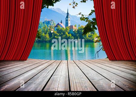 Bleder See, dem berühmten See in Slowenien mit der Insel der Kirche (Europa - Slowenien) - Konzept Bild mit offenen Theater und rote Vorhänge - Stockfoto